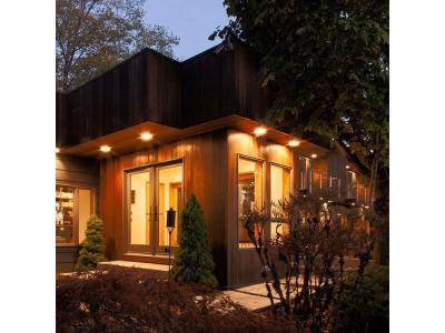Світлодіодне освітлення прикрасило будинок відомої футболістки