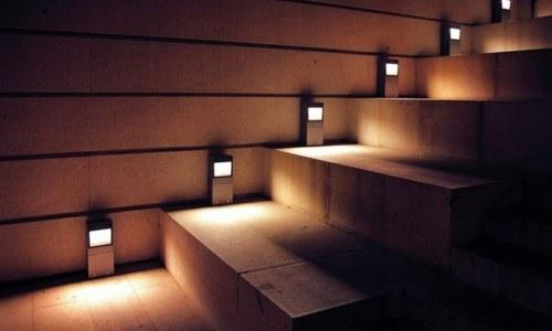Подсветка лестниц точечными светильниками