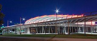 Уличные светодиодные светильники на стадионе